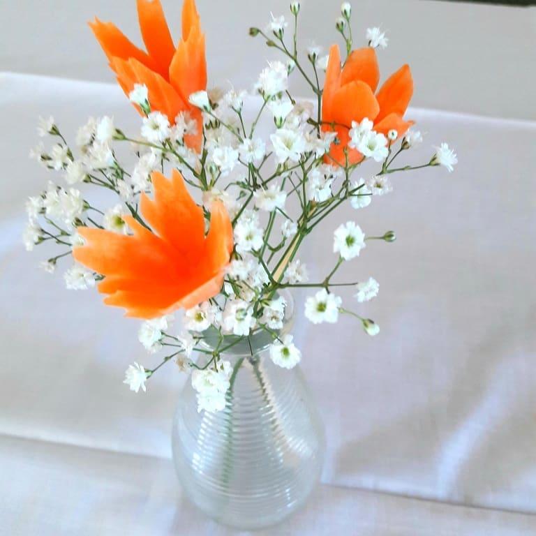 Porkkanakukat maljakossa harsokukkien seurana!